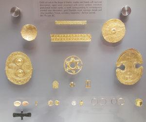 Złote ozdoby